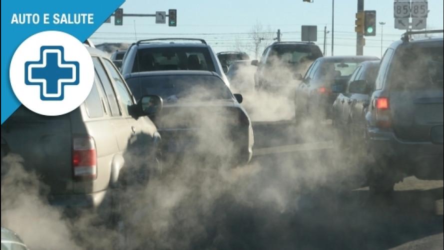 Macchie sulla pelle per lo smog in auto, come proteggersi