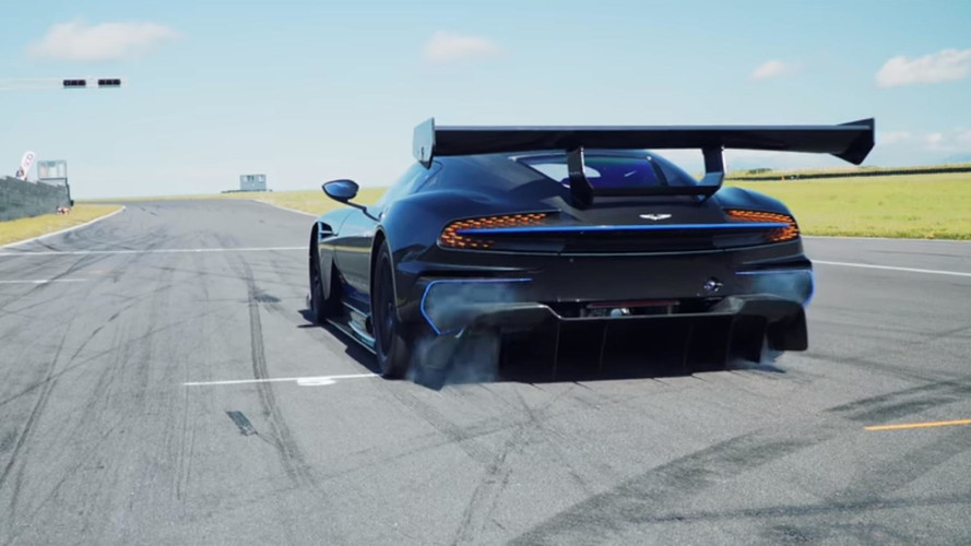Aston Martin Vulcan ile pistte dört dakika