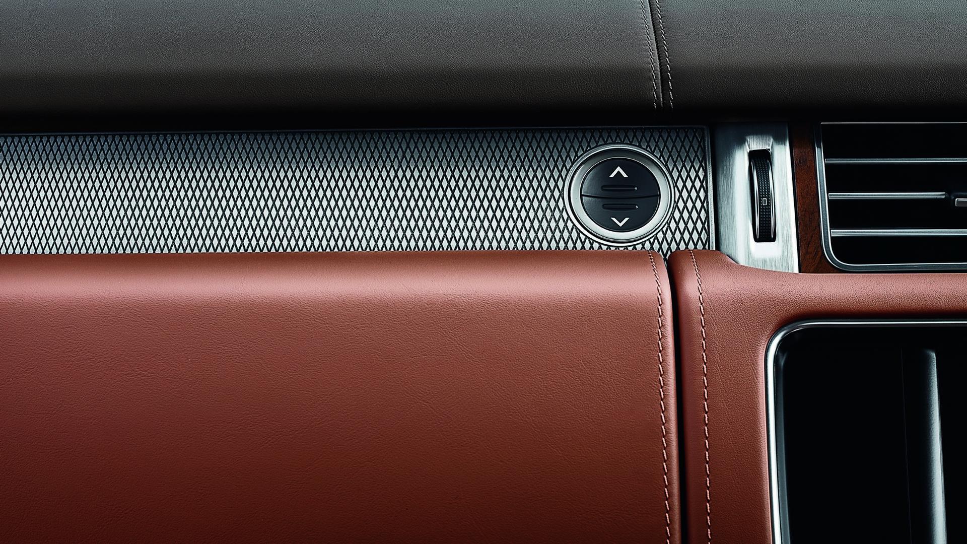 Дорогая кожа в отделке салона Range Rover