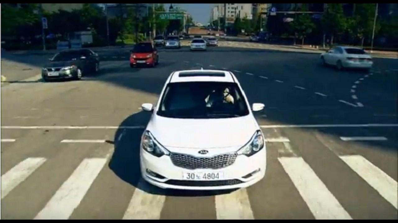 VÍDEO: Kia K3 (Cerato) em movimento