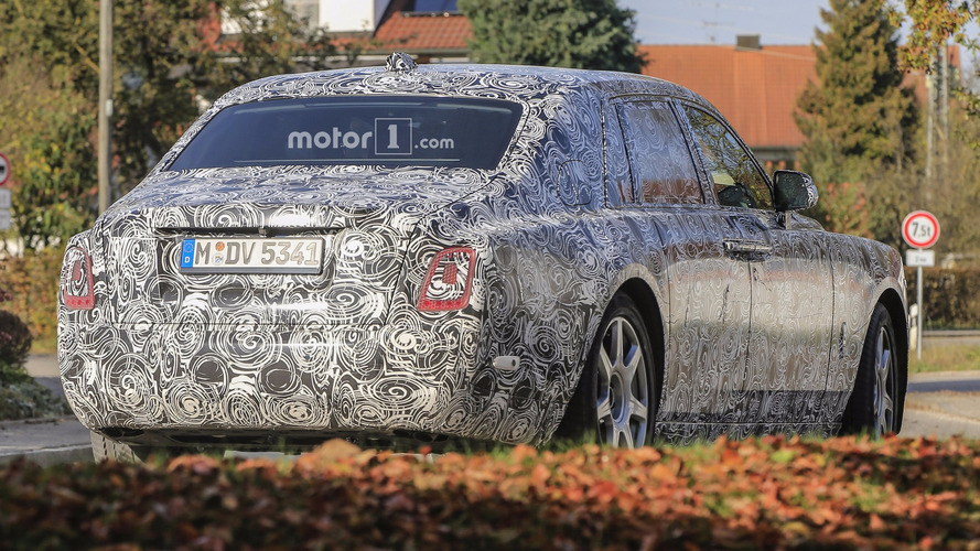 2018 Rolls-Royce Phantom looks majestic even with full camo