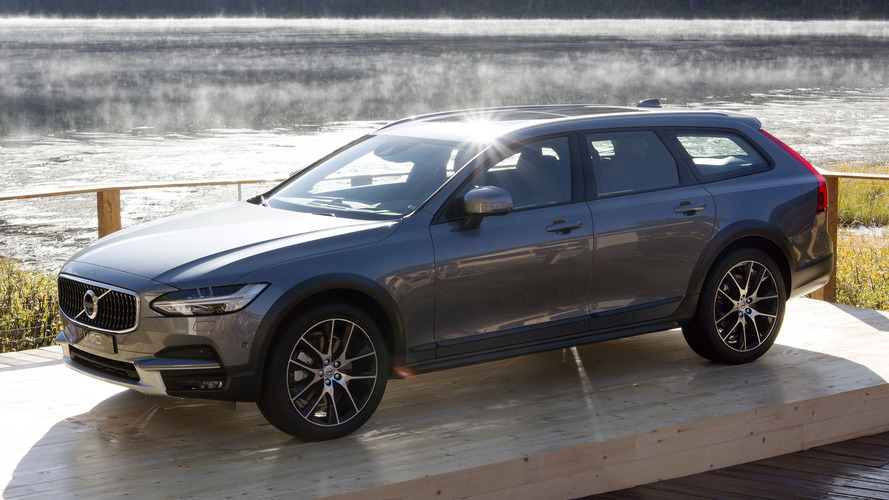 2017 Volvo V90 Cross Country is ready for all roads