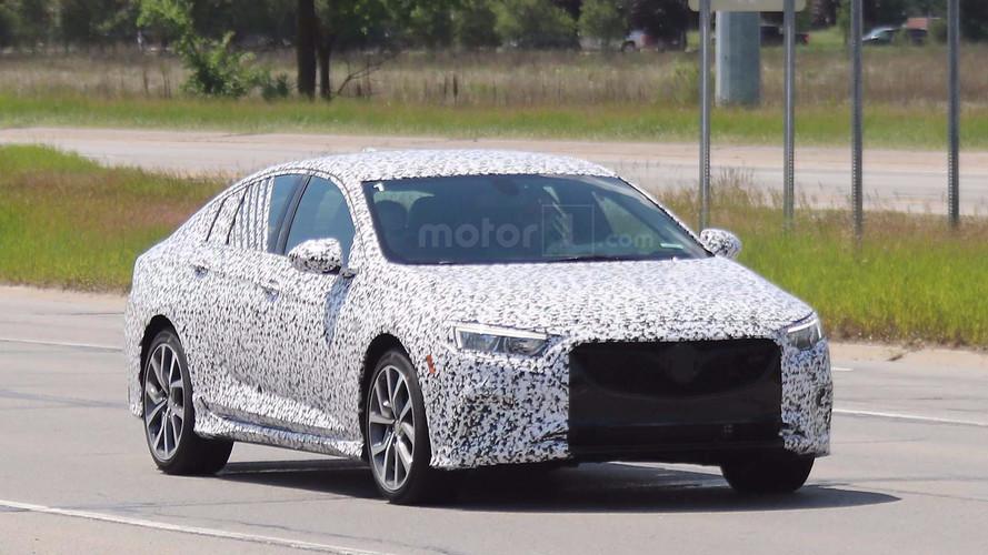 Buick Regal GS hırçın ön ızgarasıyla görüntülendi