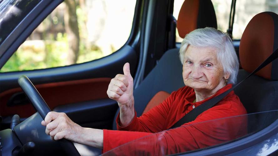 Nem tudott aludni, helyette 236 km/órás tempóval száguldott egy 79 éves nő