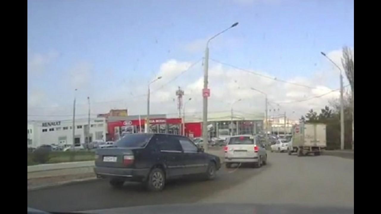 VÍDEO: Cuidado com o reboque!