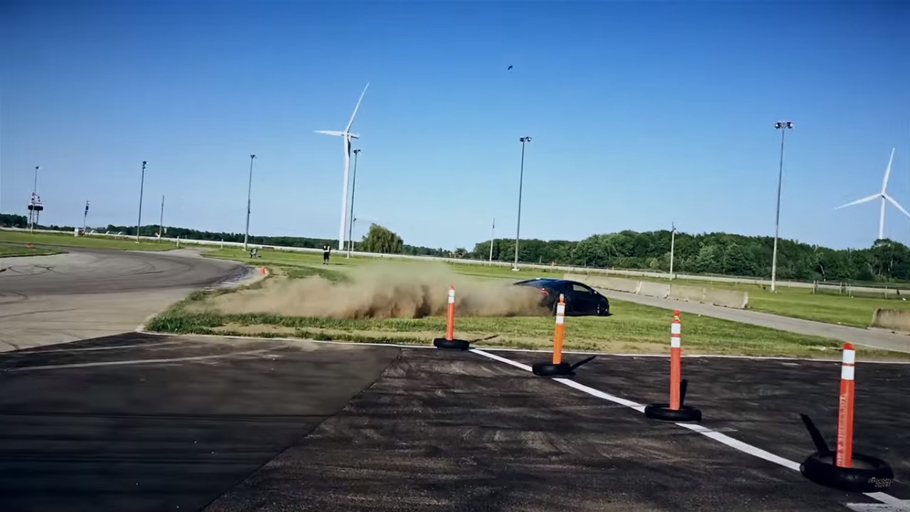 Wild Lamborghini Huracan driver almost crashes at Toronto race track
