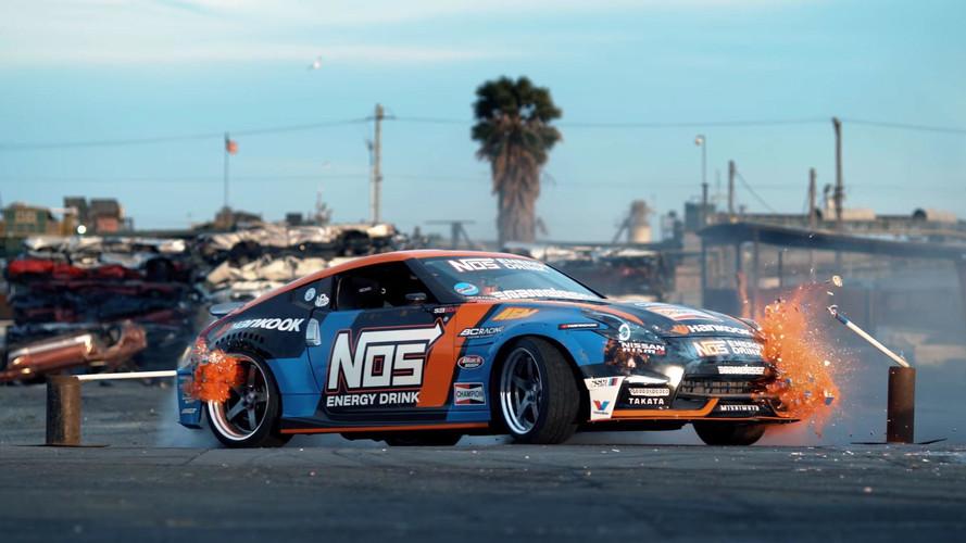 Nissan 370Z ile hurdalıkta drift yapmak çok zevkli görünüyor