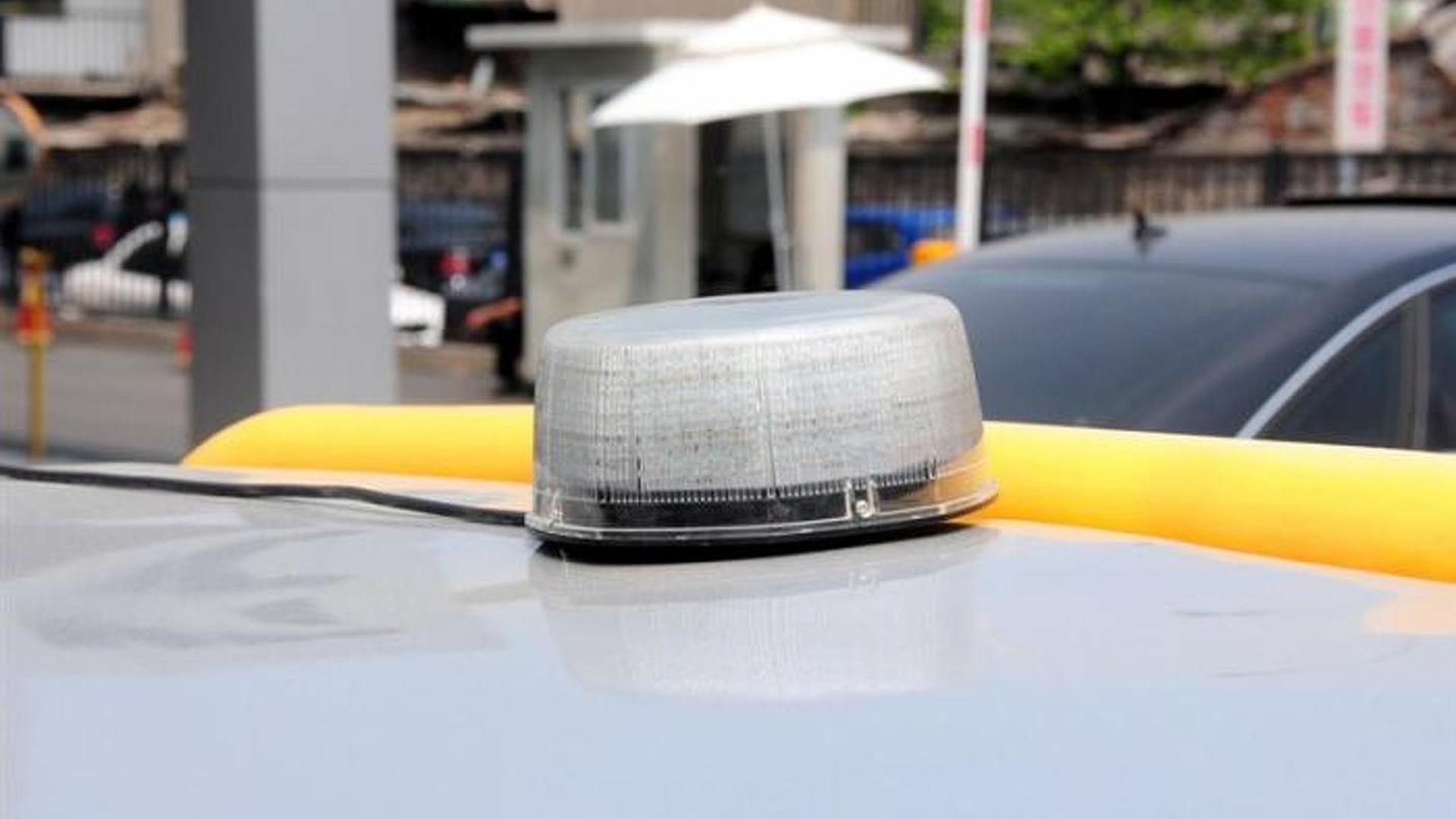Сигнальная лампа на крыше пикапа Audi A6