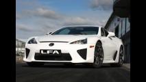 Lexus aposta em superesportivo de plástico