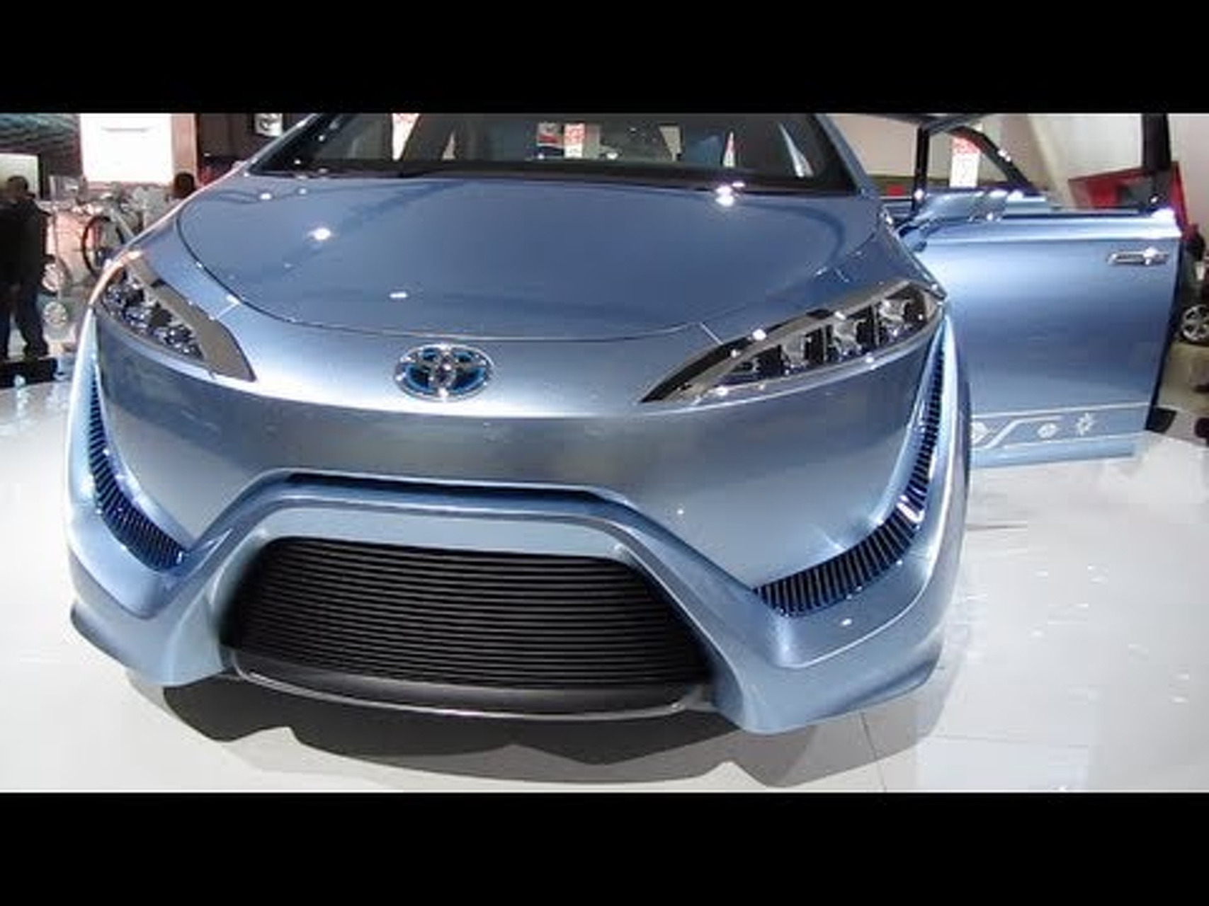 FIRST LOOK: TOYOTA FCV-R HYDROGEN FUEL CELL CONCEPT