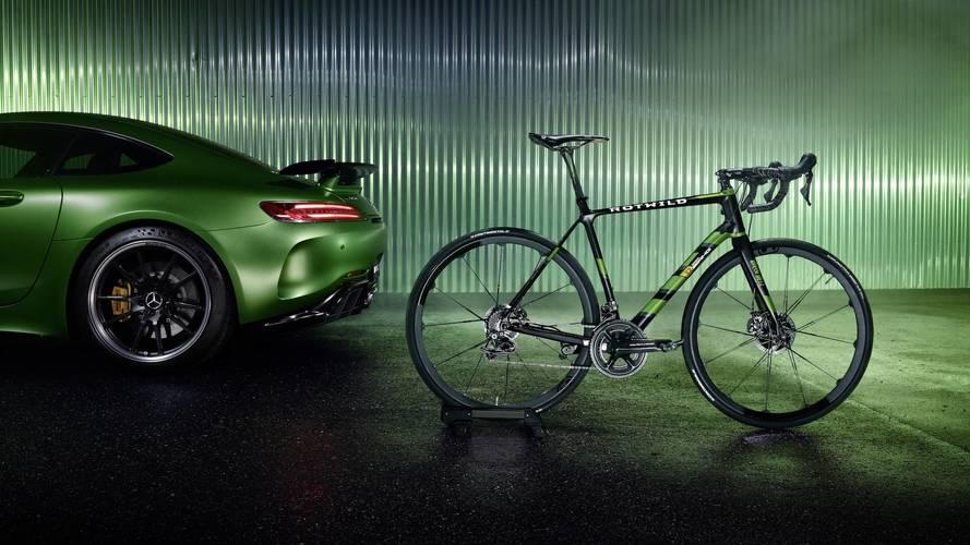 Un vélo aux couleurs de la Mercedes-AMG GT R
