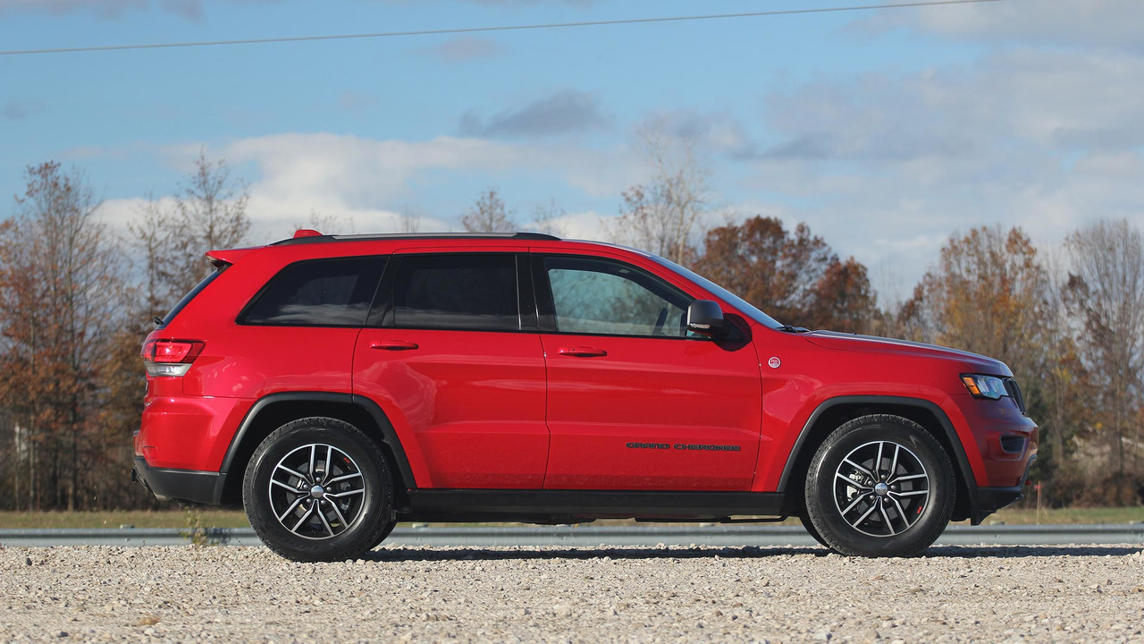 2017 jeep grand cherokee trailhawk review seriously capable. Black Bedroom Furniture Sets. Home Design Ideas