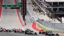 Lewis Hamilton, Mercedes AMG F1 W07 Hybrid start sonrası lider