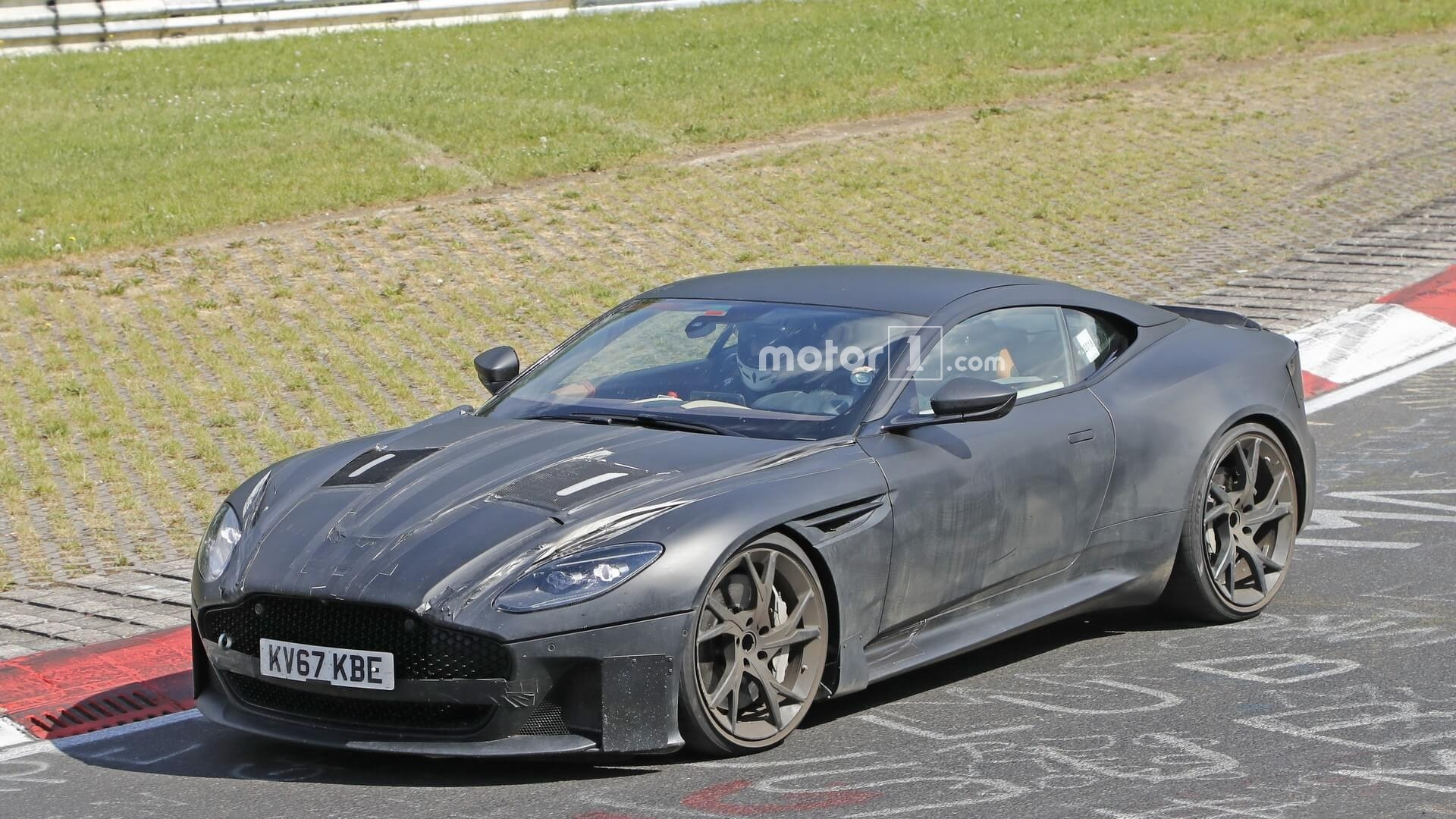 2019 - [Aston Martin] DBS Superleggera Aston-martin-dbs-superleggera-spy-photo
