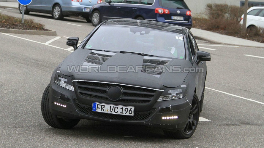 2011 Mercedes CLS-Class Shows its Lights
