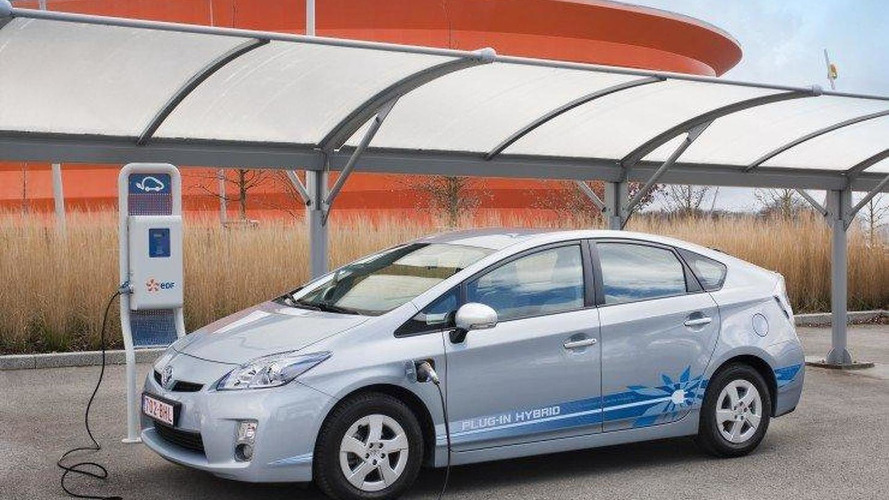 Toyota launches plug-in Prius project in Paris