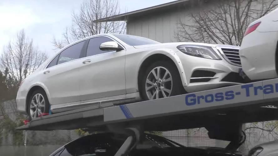 Geniş çamurluklara sahip bu Mercedes S500 bize ne anlatıyor?
