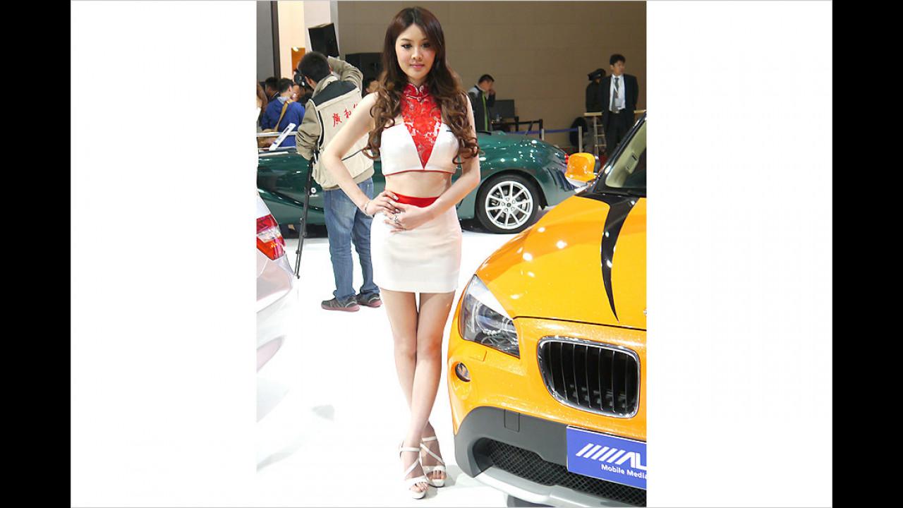 Der Gelbe scheint ein echter BMW zu sein und die Dame ist mal wieder Spitze!