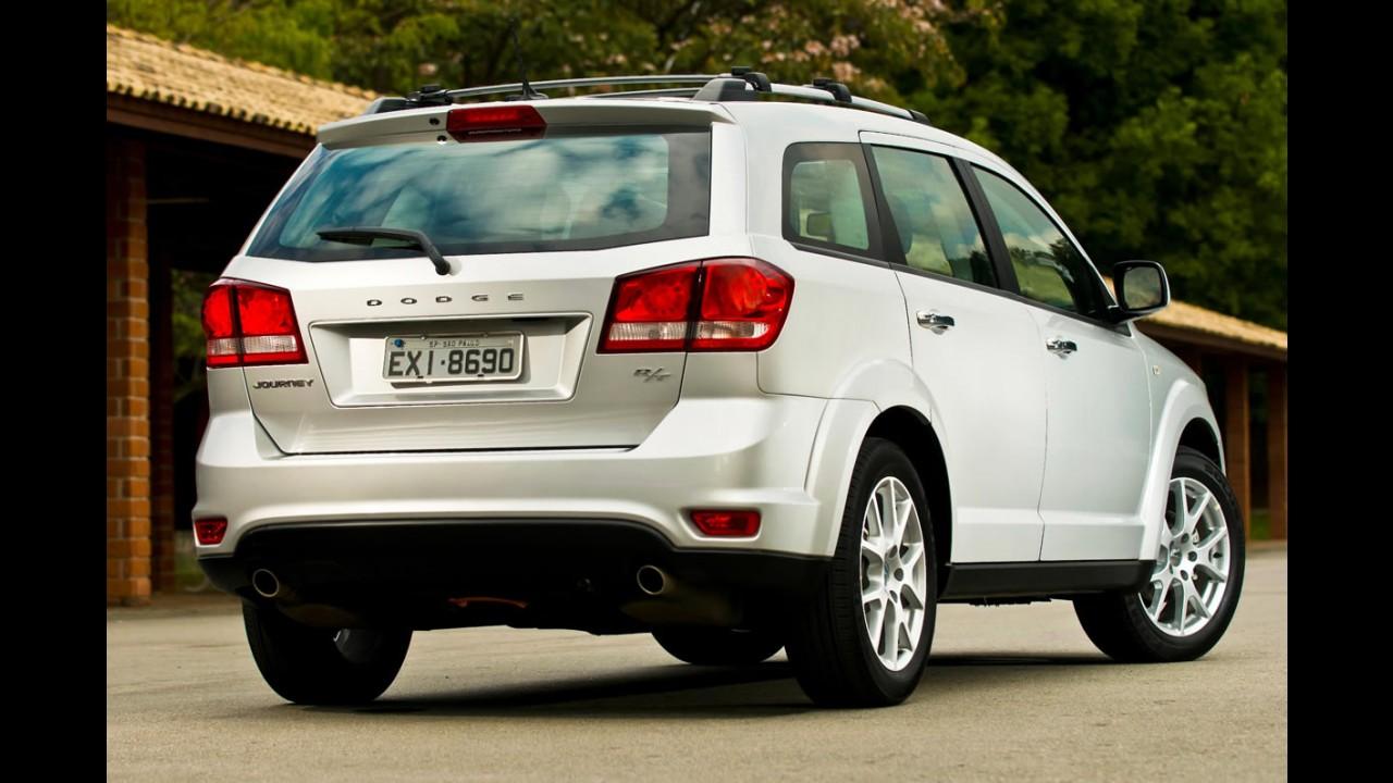 Dodge Journey 2012/2012 ganha nova tela com GPS integrado e sistema de entretenimento