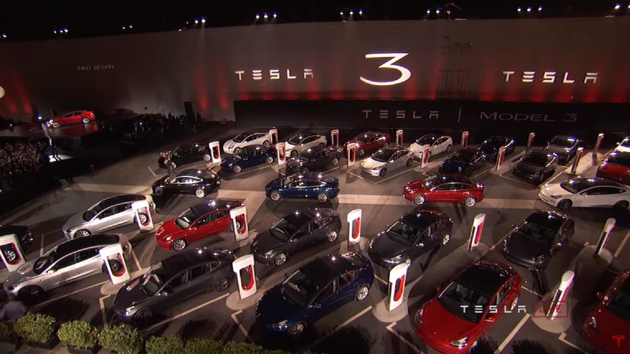 """A Tesla elmerült a """"gyártás poklában"""" a Model 3 miatt"""