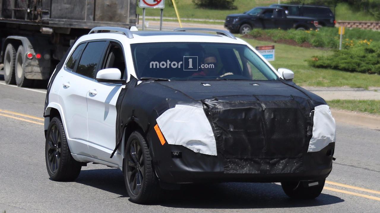 2018 Jeep Cherokee spy photo