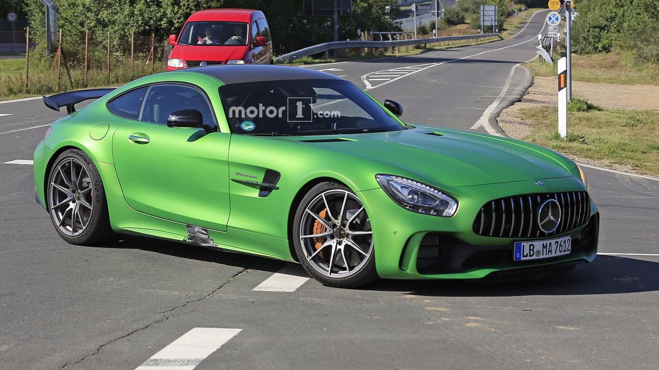 Mercedes-AMG GT4 yol otomobili casus foto