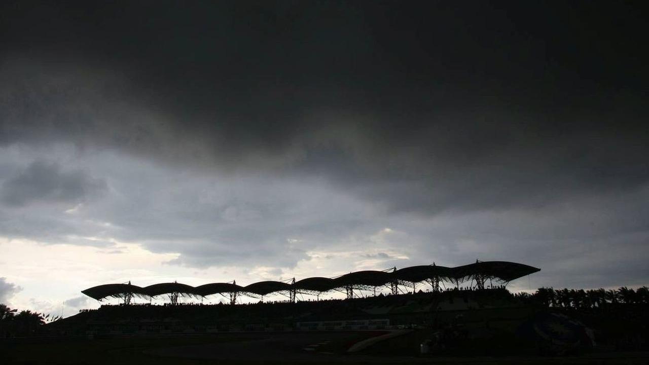 Dark clouds over Sepang circuit, Malaysian Grand Prix 05.04.2009