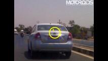 Segredo!! Novo VW Polo Sedan é flagrado na Índia sem camuflagem imitando um Ford