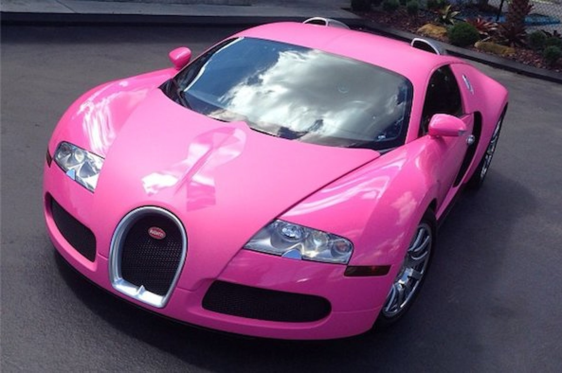 Flo Rida's Bugatti Goes Pink for Breast Cancer Awareness
