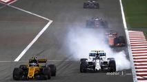 Jolyon Palmer, Renault Sport F1 Team RS17, leads Lance Stroll, Williams FW40