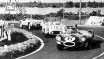 Mike Hawthorn es uno de los protagonistas de la famosa edición 1955 de las 24 Horas de Le Mans, marcado por el terrible accidente que costó la vida a 84 personas. El de Columbia es aún considerado por muchos como culpable del desastre. Hawthorn ganó junto a Ivor Bueb con el Jaguar.  Photo by: LAT Images