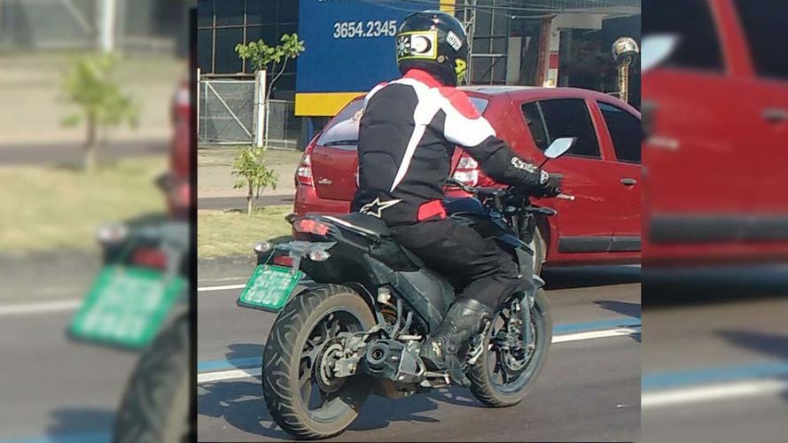 FLAGRA - Nova Yamaha 250 cc é testada no Brasil