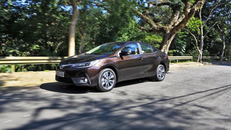 Comparativo - Toyota Prius e Corolla Altis