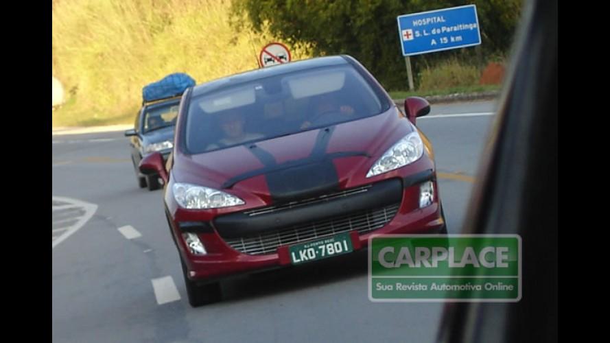 Leitor flagra Novo Peugeot 308 hatch no Brasil
