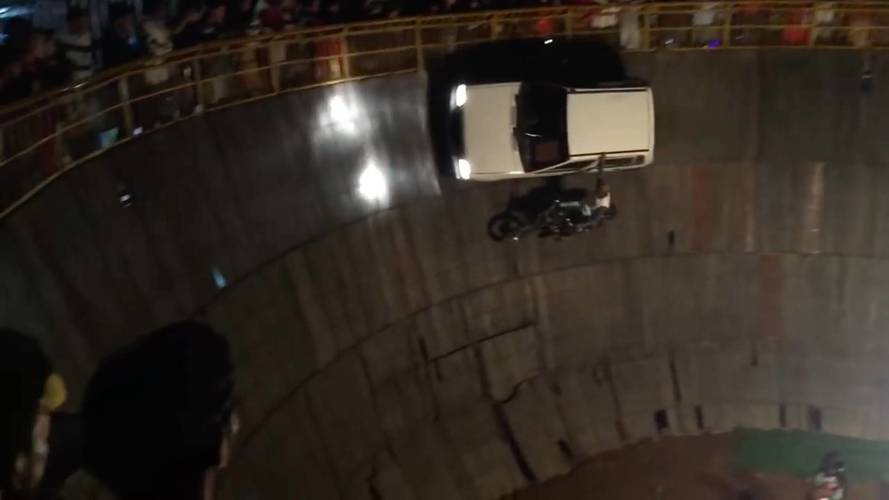 Watch A Suzuki Ride The Wall Of Death Alongside Two Motorcycles