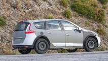 Renault Grand Scenic mule spy photo