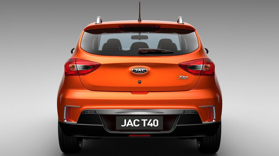 JAC apresenta novo logotipo que estreia com o T40