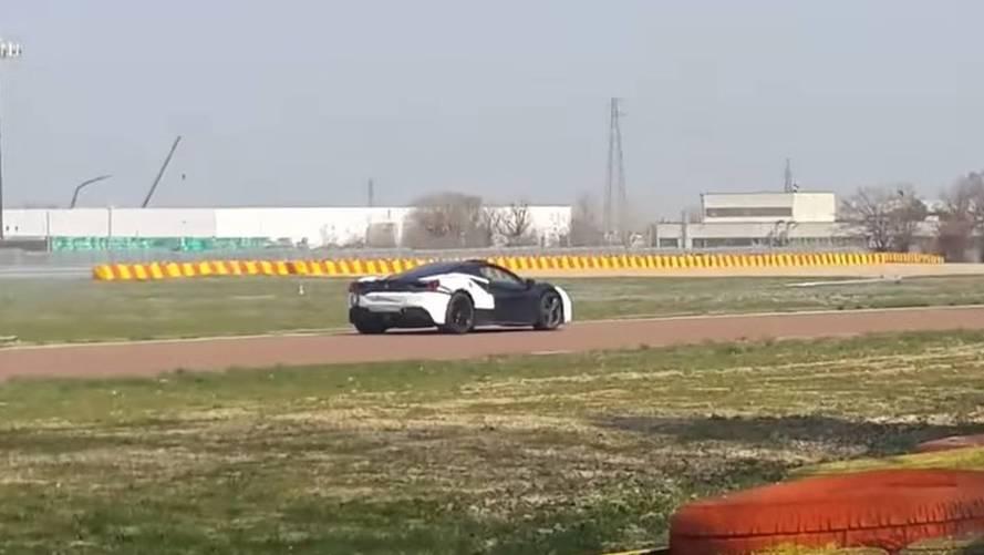 Hangtalanul suhan a Ferrari 488 hibrid változata