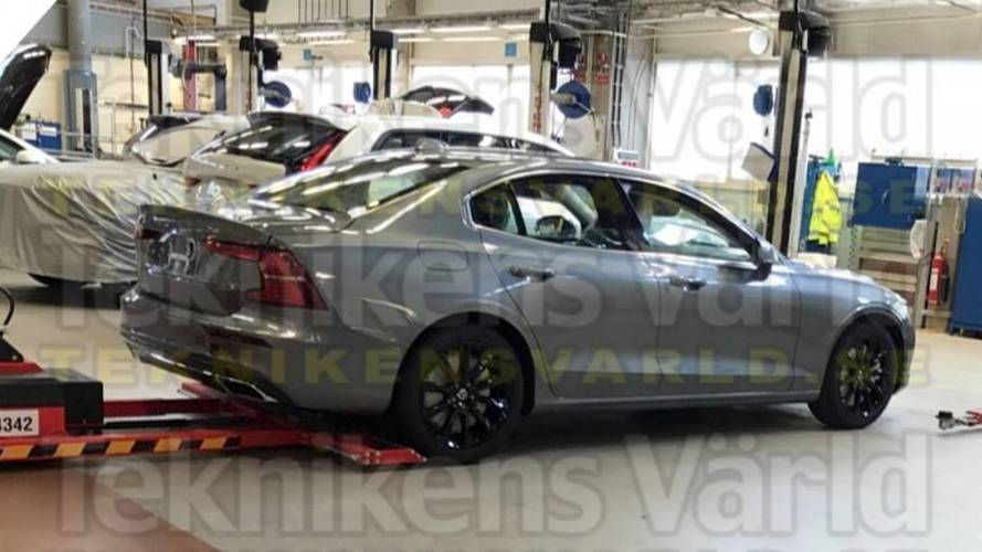 Flagra - Novo Volvo S60 é capturado completamente sem camuflagem