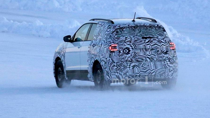 vw t cross compact cuv spied looking cold in snowy landscape. Black Bedroom Furniture Sets. Home Design Ideas