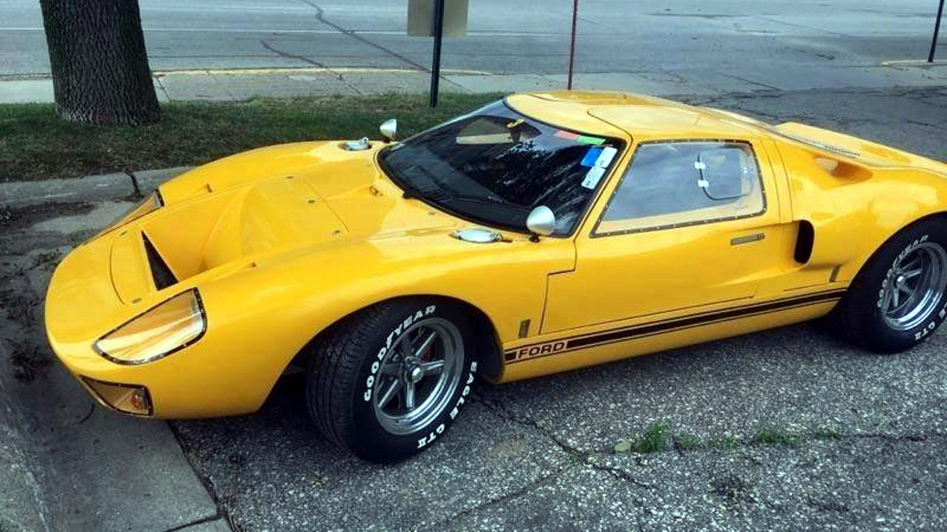 dumb ford gt40 thief spray bombs car gets busted cruising town. Black Bedroom Furniture Sets. Home Design Ideas