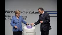 Angela Merkel all'inaugurazione della nuova fabbrica BMW di Lipsia, nel 2010