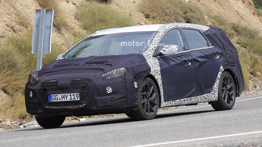 hyundai i40 spied but could be a facelift rather than a. Black Bedroom Furniture Sets. Home Design Ideas