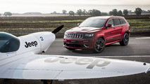 Jeep Grand Cherokee SRT vs Plane