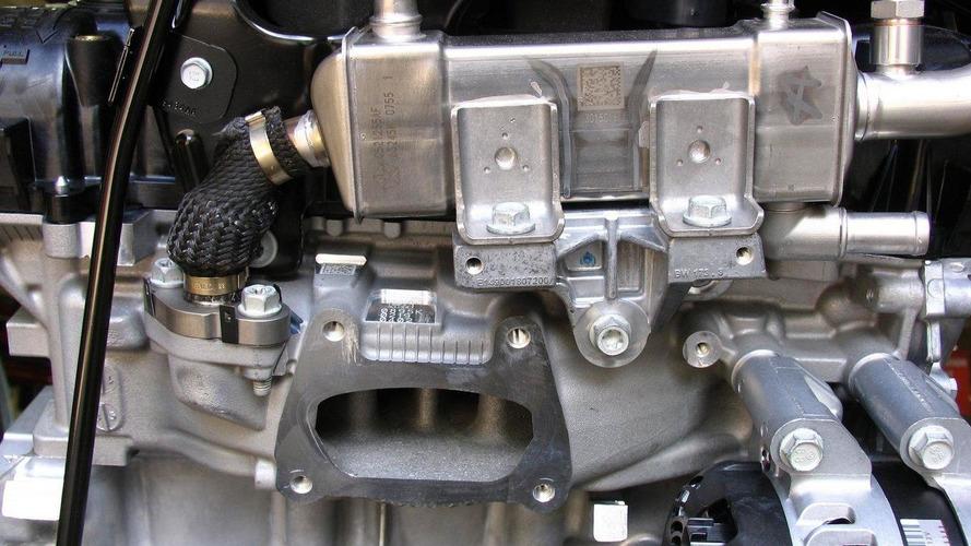 Chrysler introduces their updated 3.6-liter Pentastar V6 engine, boasts fuel economy & performance i