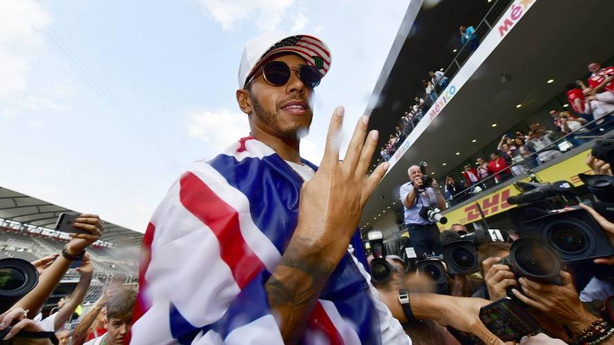 Lewis Hamilton Expects To Continue In F1 Until 2020