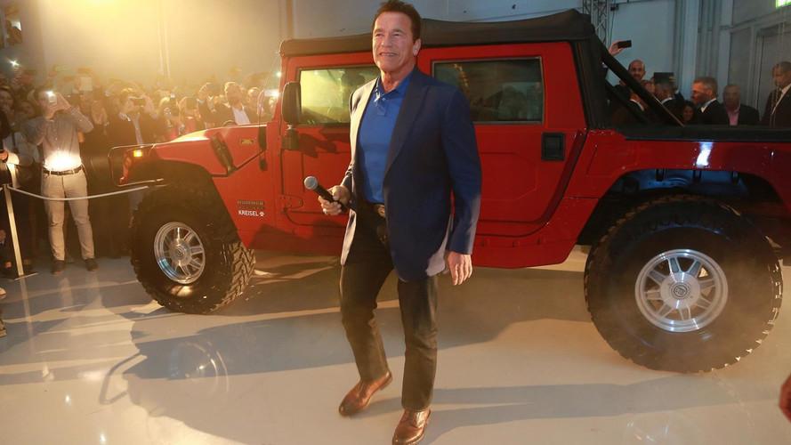 Arnold Schwarzenegger presenta el Hummer H1 eléctrico