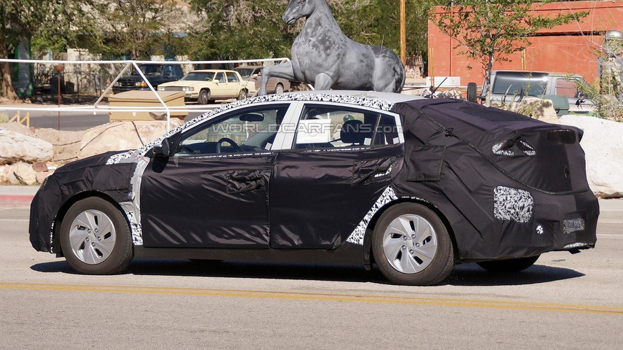 Hyundai HEV and PHEV prototypes spied testing together