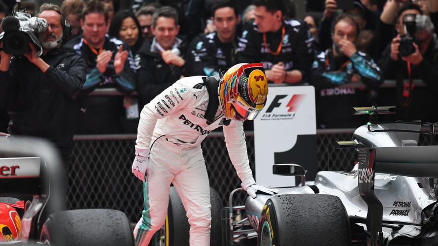 Ganador de la carrera Lewis Hamilton, Mercedes AMG F1 W08 en parc ferme