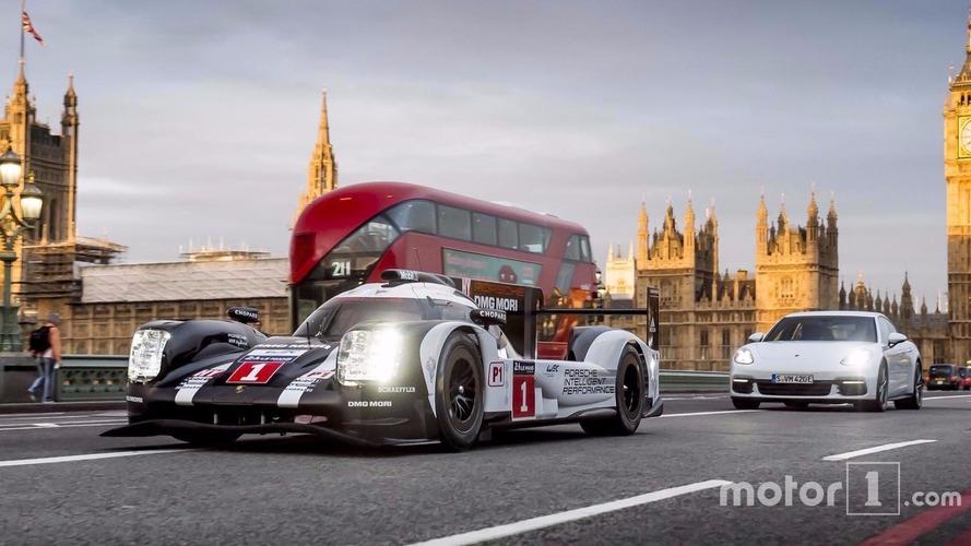 Mark Webber se balade dans Londres au volant de la Porsche 919